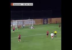 Usa, scivola sotto porta e segna con una giravolta Il gol di Grayson Banks, giovane calciatore dei Clemson, squadra universitaria americana - Dalla Rete