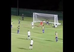 Usa, segna con il tacco da terra Diba Nwegbo, giovane calciatore liceale americano, si è cimentato in un numero curioso - Dalla Rete