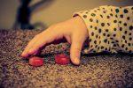 Oristano, bimba mangia una caramella e rischia di morire soffocata: salvata dalla maestra