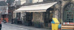 Centro storico di Catanzaro in crisi, addio a un pezzo di storia: chiude il bar Imperiale