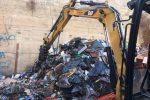 Tonnellate di rifiuti, canili e auto rubate: Reggio, nell'inferno dell'ex Polveriera c'è di tutto