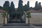 Emergenza sepolture al cimitero a Crotone, il Comune avvia operazioni estumulazione