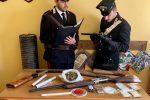 Occultava armi e droga nel garage: arrestato un 20enne a Guardavalle