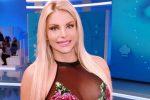 """Francesca Cipriani in tv mostra il suo nuovo lato B: """"Sono una vera portaerei"""""""
