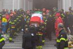 """Vigili del fuoco morti ad Alessandria, Reggio Calabria dà l'addio a Nino Candido: """"Un eroe"""" - Foto"""