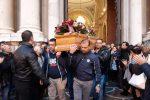 Strage di Barcellona, lacrime e commozione per l'ultimo saluto a Venera Mazzeo
