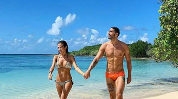 Palmas-Magnini, amore a gonfie vele... ai Caraibi: sui social le foto della vacanza