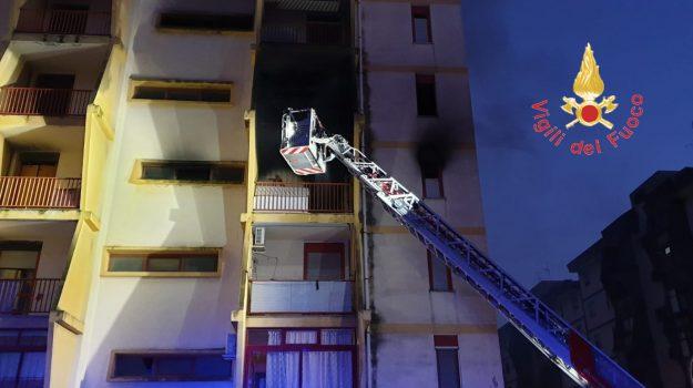 catanzaro, incendio, Catanzaro, Calabria, Cronaca