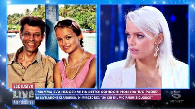 Live-Non è la D'Urso, tv, Eva Henger, Mercedesz Henger, Roberto Schicchi, Sicilia, Società