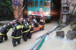 Treno sommerso dall'acqua a Marcellinara, passeggeri liberati dai vigili del fuoco