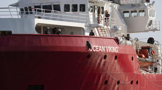 coronavirus, migranti, Ocean Viking, Matteo Salvini, ruggero razza, Sicilia, Cronaca