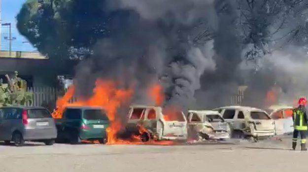 auto in fiamme, corto circuito Milazzo, rogo Milazzo, Messina, Sicilia, Cronaca