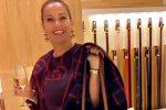 Shopping di lusso mentre beve champagne, il web attacca Sonia Bruganelli