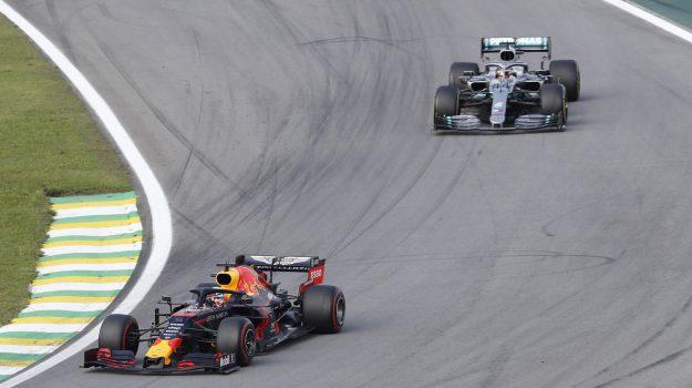 F1, trionfo di Verstappen in Brasile. Disastro Ferrari: contatto Vettel-Leclerc e ritiro