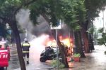 Messina, auto in fiamme in via Cesare Battisti: paura in centro