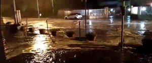 A Santa Margherita il mare ha invaso la strada