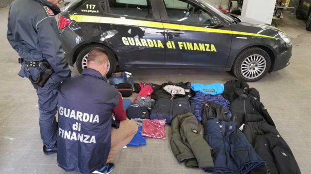 abiti contraffatti, denuncia Rogliano, reddito di cittadinanza, Cosenza, Calabria, Cronaca
