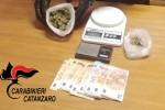 Beccati con 110 grammi di marijuana in casa, 2 arresti a Catanzaro