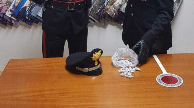 arresto crotone, Arresto isola capo rizzuto, droga, eroina crotone, marijuana, Catanzaro, Calabria, Cronaca
