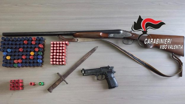 arresto Maierato, detenzione abusiva di armi, ricettazione, Catanzaro, Calabria, Cronaca