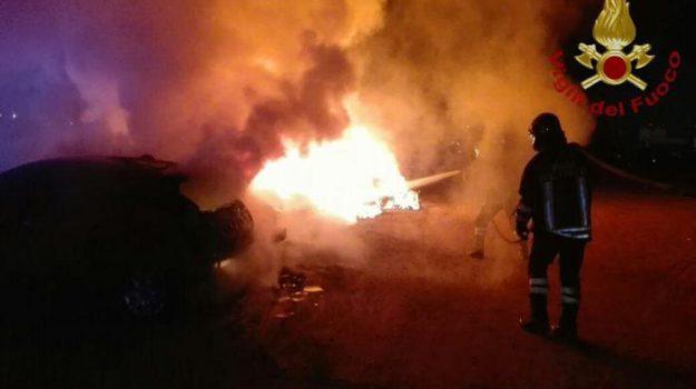 auto incendiata, preserre vibonesi, Francesco Galloro, Catanzaro, Calabria, Cronaca