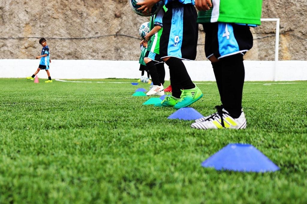 Bimbominkia Balotelli e le scarpe con la cresta.