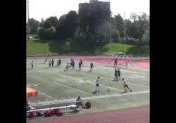 Canada, la punizione è un inganno All'Oakville Soccer Club hanno inventato uno schema da calcio di punizione particolare - Dalla Rete