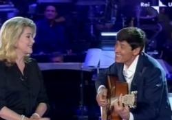 Catherine Deneuve canta con Gianni Morandi: l'esibizione nel 2008 - Corriere Tv