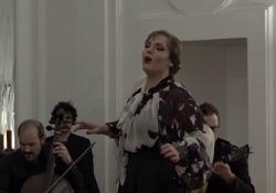 Concerto di Teresa Iervolino a Palazzo Donna Anna La mezzosoprano impegnata in un recital di grandi classici della tradizione napoletana. L'evento organizzato dalla Fondazione Pietà de' Turchini - Corriere Tv