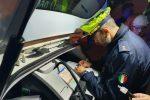 Blitz della municipale nella movida di Messina, sanzionati 32 veicoli per sosta selvaggia - Foto