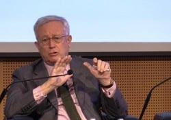 """Dazi, Tremonti: """"Tra Cina è Usa è guerra fredda, non solo commerciale"""" L'ex ministro dell'Economia durante l'incontro della Business School di Rcs Academy - Ansa"""