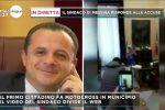 """De Luca in moto nella sua stanza al Comune di Messina, il """"caso"""" finisce su Canale 5"""