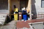 Catanzaro, in viale Isonzo regna l'abusivismo: degrado e sporcizia tra gli alloggi - Foto