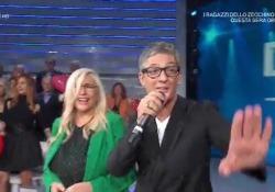 Fiorello a Domenica In, incontra Mara Venier e si scatena Lo showman ospite a sorpresa si lancia nella canzone del suo nuovo programma «Viva RaiPlay» - Corriere Tv
