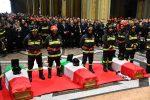 Esplosione ad Alessandria: ai funerali di Nino, Marco e Matteo l'ultimo addio dei vigili del fuoco