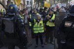 I gilet gialli tornano alla carica: oltre 100 fermi tra Parigi, Tolosa e Bordeaux