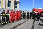 Reggio, l'omaggio della Guardia costiera ai pompieri morti: saluto al porto per Nino Candido - Video
