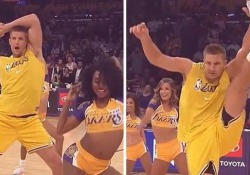 Il giocatore di football diventa cheerleader La simpatica performance di Rob Gronkowski - Dalla Rete