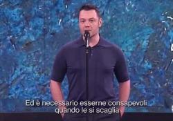 """Il monologo di Tiziano Ferro contro il bullismo: «Le parole hanno un peso» Il cantante di Latina, ospite di """"Che tempo che fa"""", ha interpretato un intenso monologo sulle parole di odio - Corriere Tv"""
