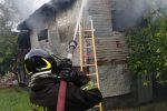 Incendio a Cosenza, fiamme in un deposito di materiali