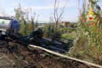 Incidente a Lamezia, autocisterna si ribalta e finisce in un fossato