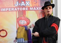 J-Ax arriva al cinema con «Dò alle gente ciò che vuole», ecco la sua canzone per Playmobil - The Movie Il rapper milanese dà la voce all'imperatore Maximus: «Mi sono divertito a doppiarlo». Il film arriva nelle sale il 31 dicembre - Corriere Tv