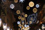 """Il dissesto di Cosenza non """"spegne"""" il Natale: via all'esposizione delle decorazioni"""