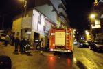 Reggio, macelleria va a fuoco ed esplode a Sant'Antonio: feriti 4 pompieri e 4 poliziotti