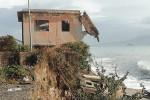 Erosione costiera incubo di Messina e Calabria, litorali devastati dal mare e case in pericolo