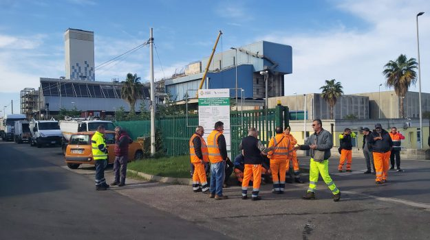 Rifiuti, inceneritore chiuso: stop alla raccolta nella Piana di Gioia Tauro - Foto - Gazzetta del Sud - Edizione Reggio Calabria