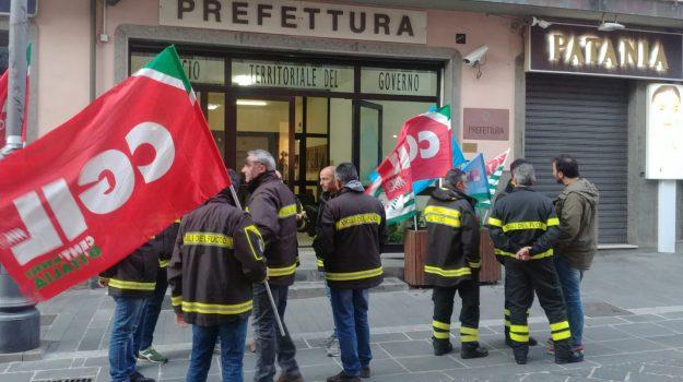 protesta, vigili del fuoco, Catanzaro, Calabria, Cronaca