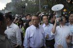 Proteste senza tregua a Hong Kong, i manifestanti assediano le università