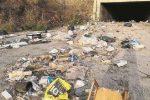 Rifiuti a Reggio, ruspe in azione per pulire la città: sulle strade 2 mila tonnellate da smaltire
