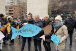 New York, alcuni partecipanti al flashmob delle 'Sardine Atlantiche' a Washington Square